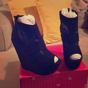 Black lace wedge boots Size 8